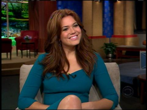 Hannah Storm speaks to actress-singer Mandy Moore about working with Robin ...