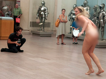 Nude Model Kathleen Neill Gets Off After Getting Naked in Met for Photog ...