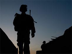 EUA pedem desculpa por fotografias de soldados com civis afegãos mortos